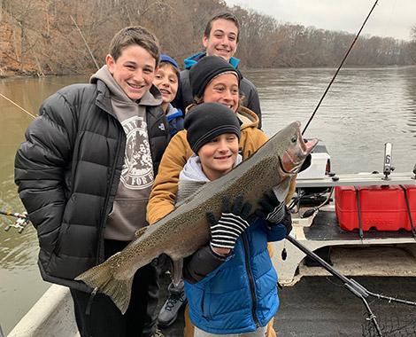 kids-catching-salmon
